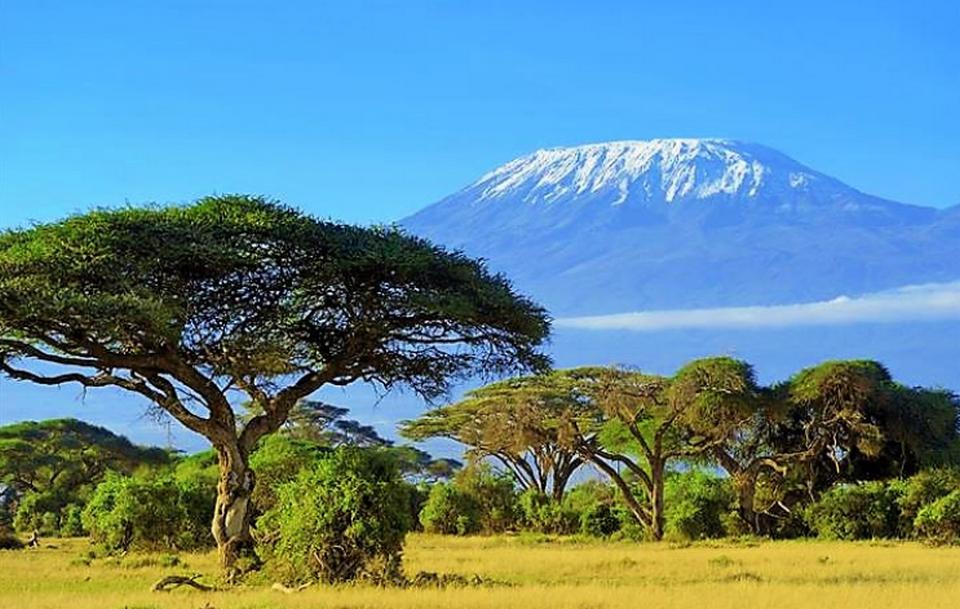 Танзания. Вид на горную вершину.